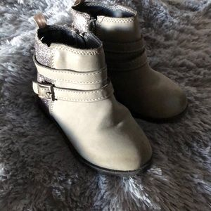 Carters  toddler boots size 6 EUC